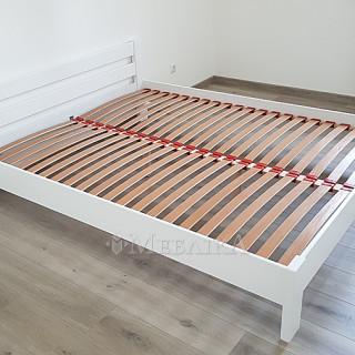 Деревянная кровать Рената в білому кольрі