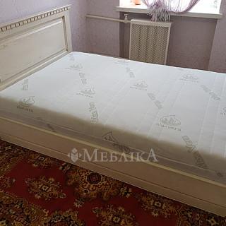 """Матрац """"Етель"""" середньої жорсткості та дубове ліжко"""