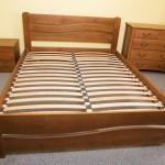 Дерев'яне ліжко Женева з асиметричним дизайном спинок