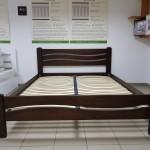 Деревянная кровать Женева с асимметричным дизайном спинок