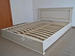 Дубове ліжко Еліт із гарною різьбленою спинкою