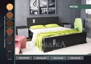 Ліжко з дерева Муза з асиметричним дизайном