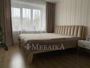 Доповнене пом'якшеним узголів'ям ліжко з бука Токіо 50
