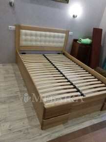 Ліжко з ясеня Регіна з закритими боковинами, м'якою спинкою з підйомним механізмом